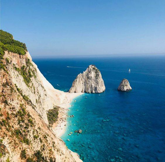 grottes bleues - zakynthos - île ionienne - plage grèce - plage de sable blanc - île de mizithres